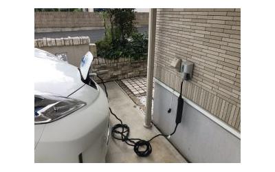 電気自動車用コンセント
